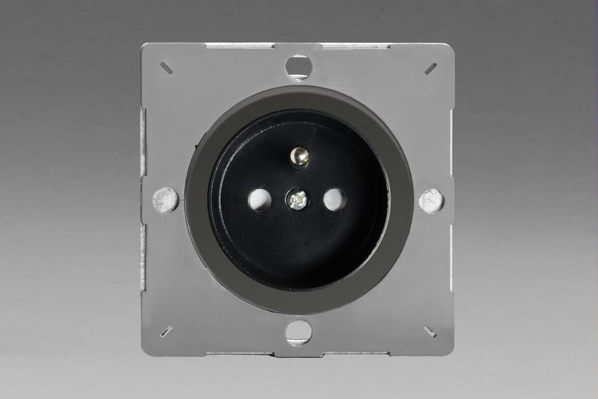 Z1EG4FBI-P Varilight European VariGrid 1 gang 16A Socket with Pin Earth, Flush Design, for use with VariGrid Single, Double and Triple Faceplates