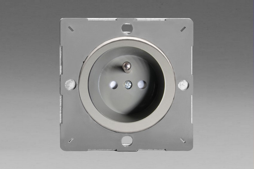Z1EG4FGC-P Varilight European VariGrid 1 gang 16A Socket with Pin Earth, Flush Design, for use with VariGrid Single, Double and Triple Faceplates