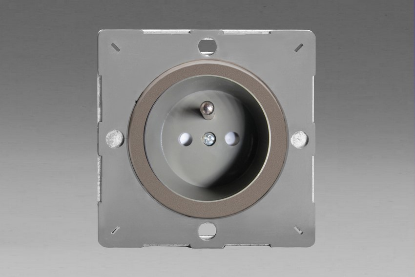 Z1EG4FGR-P Varilight European VariGrid 1 gang 16A Socket with Pin Earth, Flush Design, for use with VariGrid Single, Double and Triple Faceplates