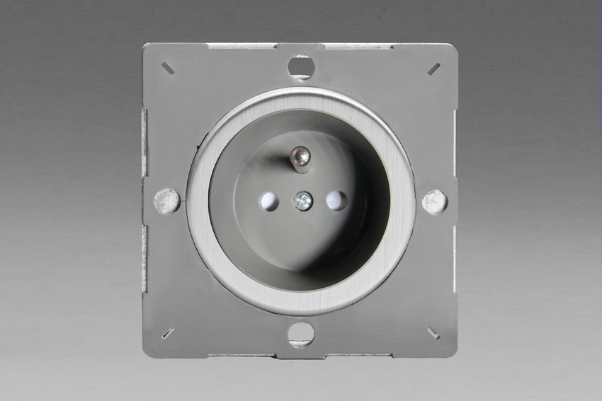 Varilight European Brushed Steel VariGrid 1 gang 16A Socket with Pin Earth, Flush Design