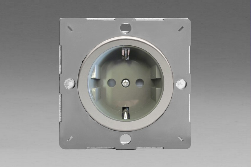 Z1EG5FGC-P Varilight European VariGrid 1 gang 16A Shuko Socket Flush Design, for use with VariGrid Single, Double and Triple Faceplates