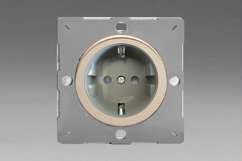 Z1EG5FGN-P Varilight European VariGrid 1 gang 16A Shuko Socket Flush Design, for use with VariGrid Single, Double and Triple Faceplates