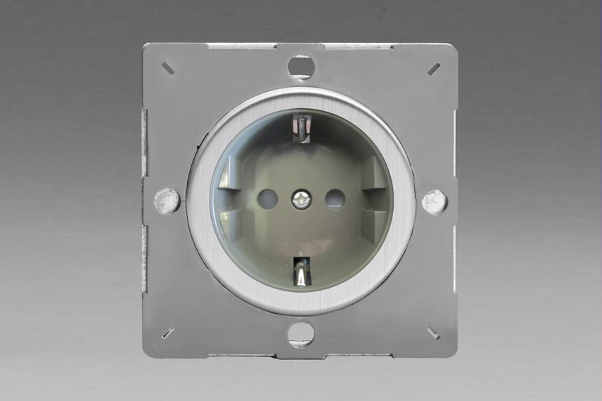 Z1EG5FGS-P Varilight European VariGrid 1 gang 16A Shuko Socket Flush Design, for use with VariGrid Single, Double and Triple Faceplates