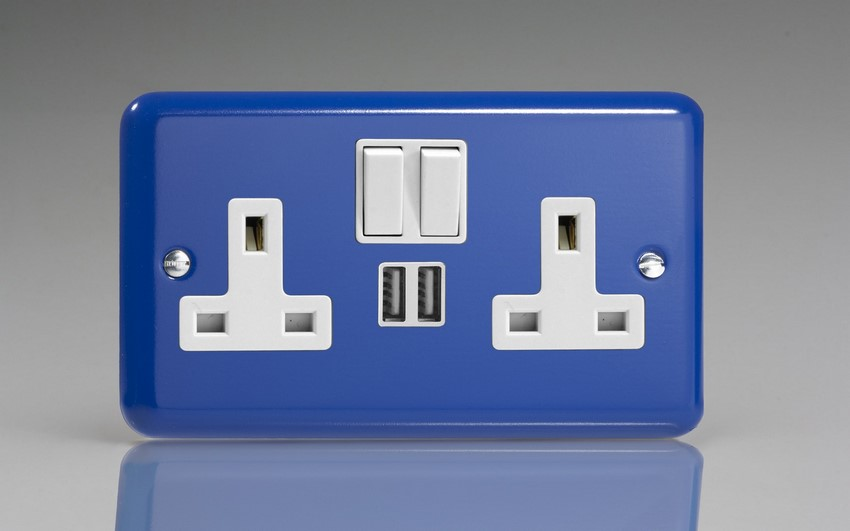 XY5U2SW.RB Varilight 2 Gang 13A Single Pole Switched Socket + 2 x 5V DC 2100mA USB Charging Ports, White Insert & Switches. Classic Lily Reflex Blue