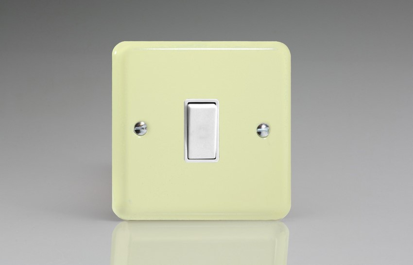 XY7W.WC Varilight 1 Gang (Single), (3 Way) Intermediate 10 Amp Switch, Classic Lily White Chocolate