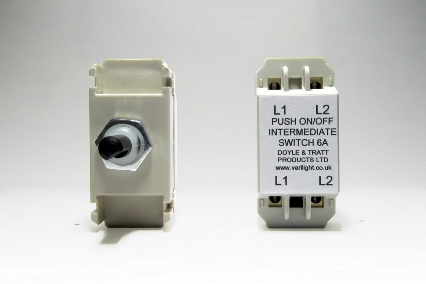 MPINT Varilight Non-dimming 'Intermediate Dummy' Series module, 3 Way Up To 1000 Watt Module