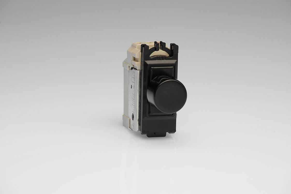 GJP100B is a Black 1 Gang, 200 Watt (100 Watts for LEDs) Dimmer module for Varilight power grid plates.