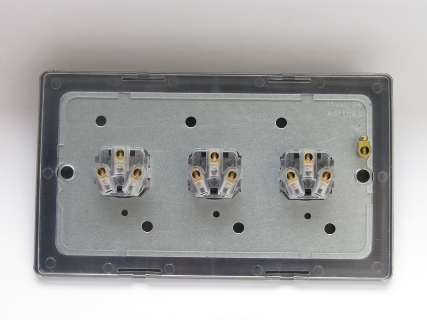XDLP3S Varilight 3 Gang (Triple) 1 or 2 way 6 Amp Push-on Push-off Switch (impulse), Dimension Screwless Premium Black